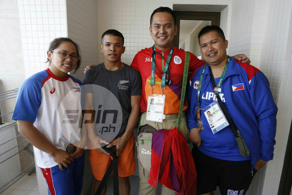 Texas-based Filipino medical volunteer Marvin Delfin with Hidilyn Diaz (Photo by Jerome Ascano via Spin.ph)